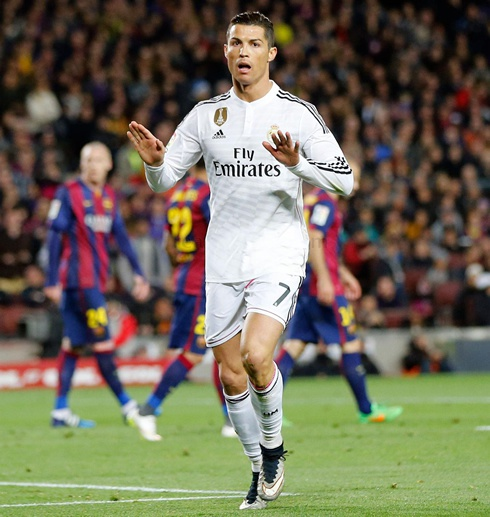 985-cristiano-ronaldo-calming-barcelona-fans-in-his-goal-celebration-clasico-2015.jpg